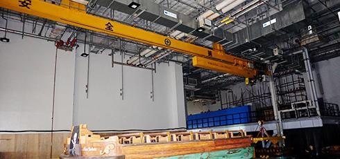 豪钢与上海迪士尼就悬挂伸缩起重机进行合作案例