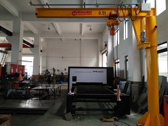 豪钢起重机为上海荣锃信机械供应500kg旋臂起重机