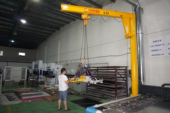 豪钢起重机为苏州胜利精密制造提供旋臂起重机