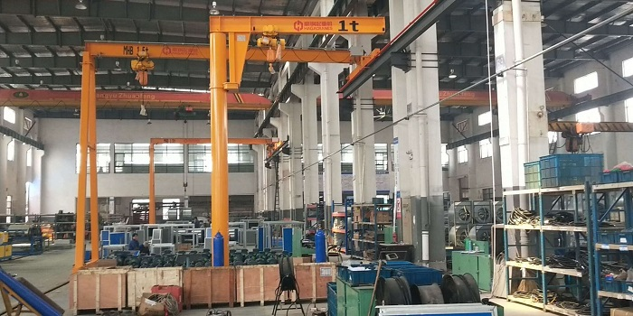 庆祝上海中集宝伟跟豪钢订购的悬臂吊安装测试完毕