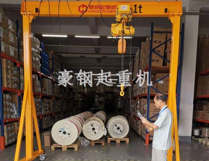 热烈庆贺上海沪光电器定购1吨移动龙门起重机安装调试完成