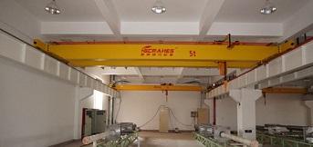 起重机在建筑工业中发挥着巨大作用